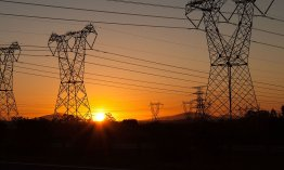 Electric pylons over N1