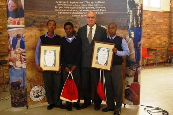 Agriculture visits Sophumelela School in Phillipe