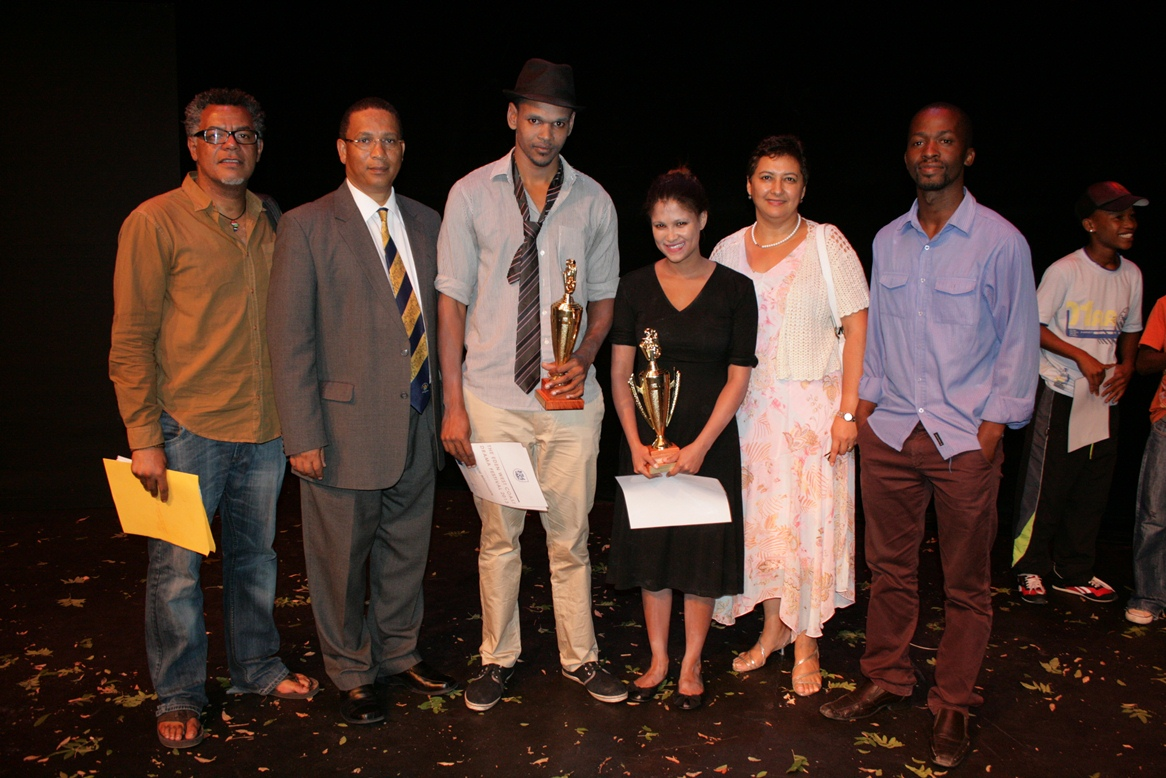 Abduragmaan Adams, Dr Ivan Meyer, Julian van der Westhuizen (Best Actor), Olivia Pika (Best Actress), Nerine Jeaven (DCAS) and Thami Mbongo pose together.