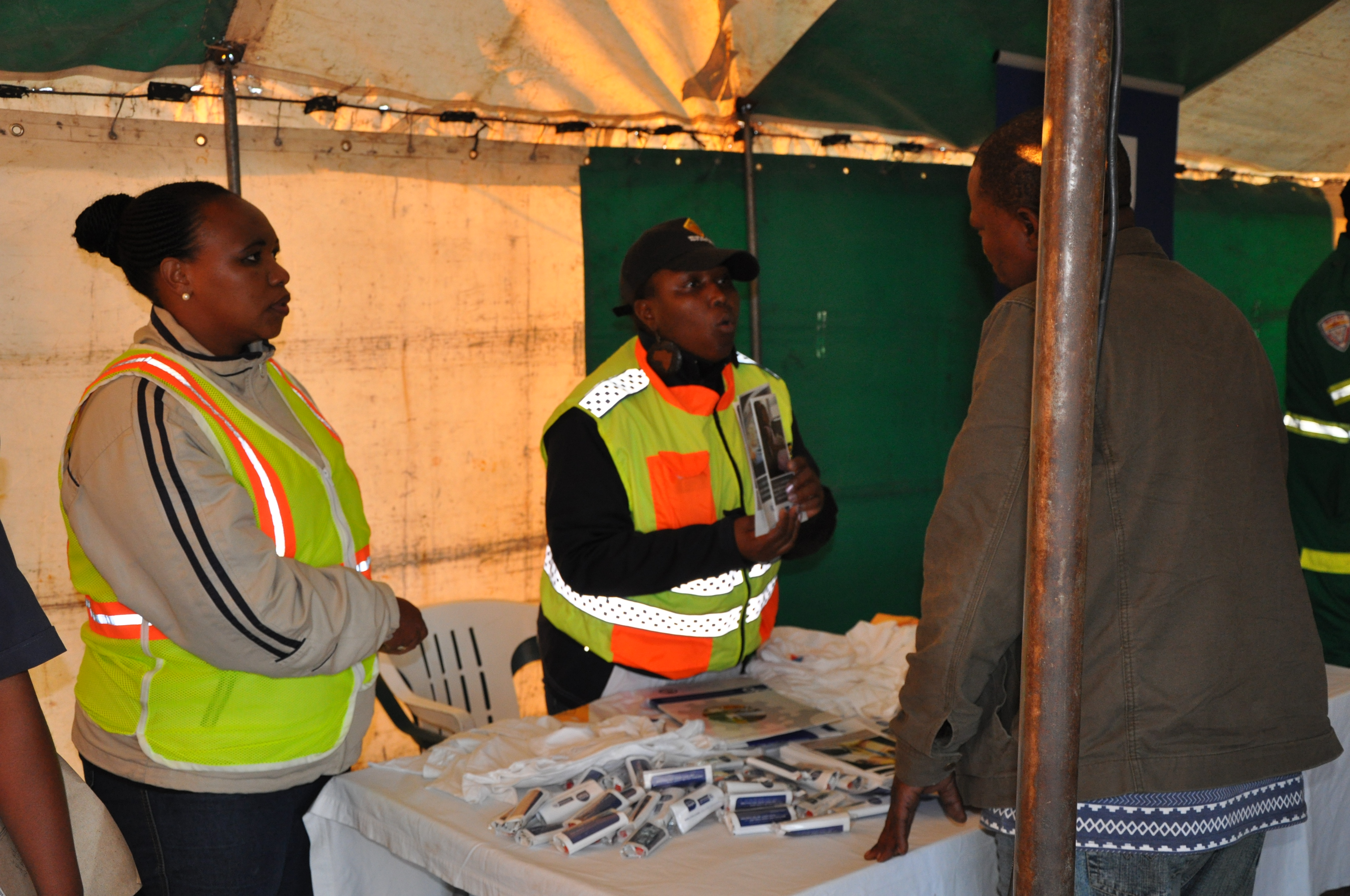 Nombuso Gorata and Zikhona Sikatele speak to a driver about the importance of resting regularly and the breathalyser test.