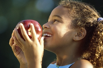 child-eating-apple