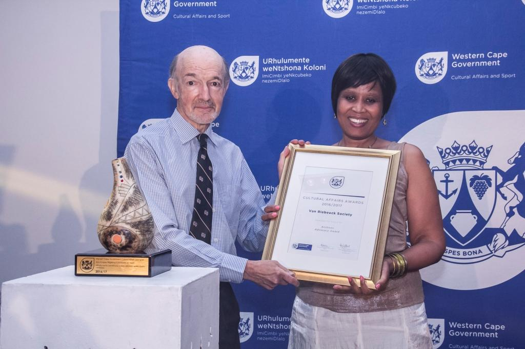 Director Nikiwe Momoti presents the Archives Advocacy award to the Van Riebeeck Society at the 2016/17 Cultural Affairs Ceremony