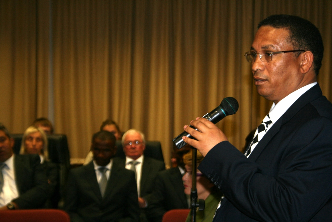 Dr Ivan Meyer thanked Premier Helen Zille for giving back cultural warmth to the athletes.