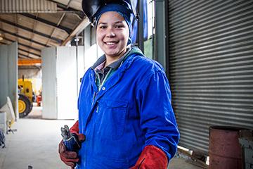 Kelly van Oordt, female welder