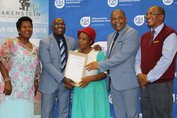 Minister Bonginkosi Madikizela, Mayor Conrad Poole and others at the tittle deeds handover in Paarl on Friday