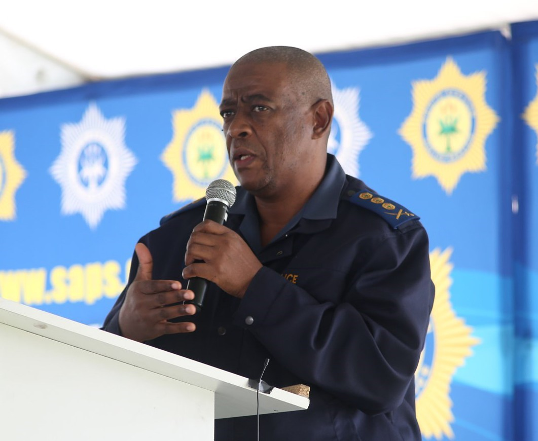 Provisional Commissioner, Lieutenant General KE Jula addresses the crowd of over 2 000 community members from Lavender Hill.