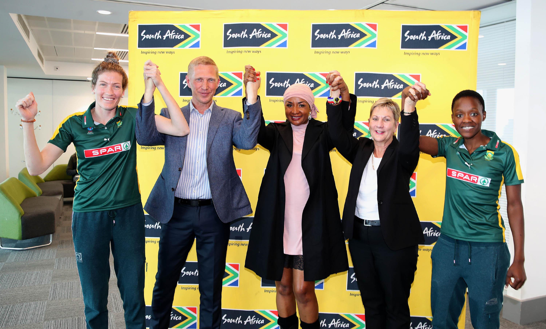 Karla Pretorius, Alderman smith, Cecilia Molokwane, President of Netball SA, Minister Anroux Marais and Spar Proteas Captain Bongi Msomi in Liverpool