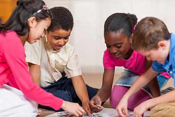kids building puzzle