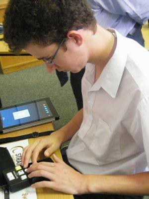 learner-using-gadget.