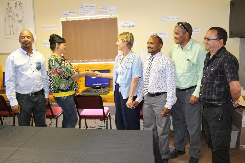 Minister Marais officially opens the ICT facility with one of the librarians Lorraine Felix. With them are municipal councillors Hartnick, Carelse and Jacobs, and the acting municipal manager Keith Stuurman