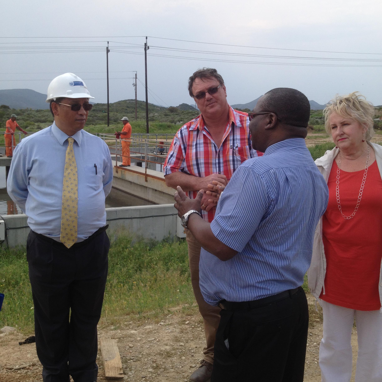 Minister Ivan Meyer; Municipal engineer, Mynhardt Johnson, Municipal Manager, Soyisile Mokweni; and Mayor Diana Gagiano.