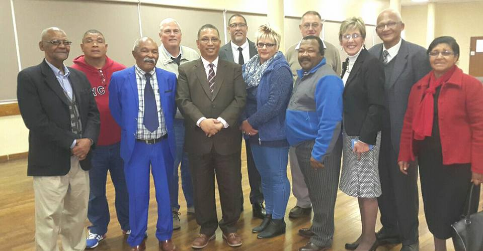 Minister Meyer and representatives of Oudtshoorn Municipality