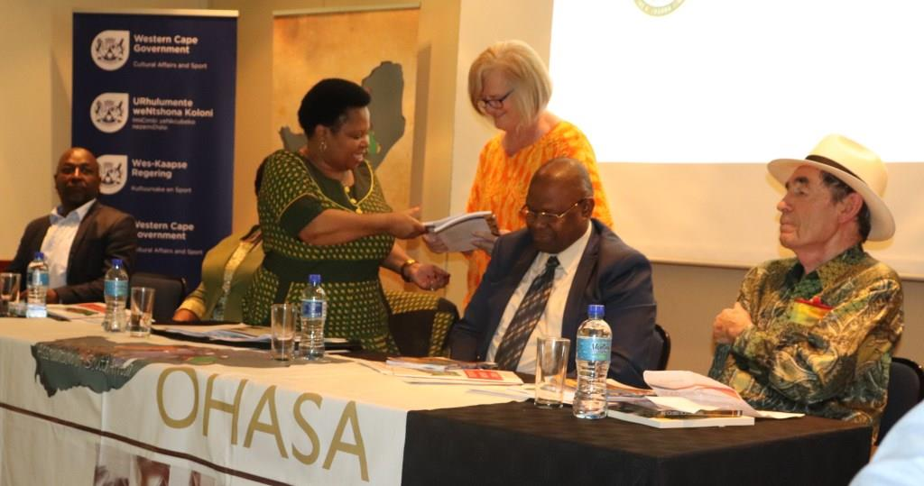 Prof Christina Landman hands over the journal of the 2017 Oral History conference to Deputy Minister Makhotso Sotyu