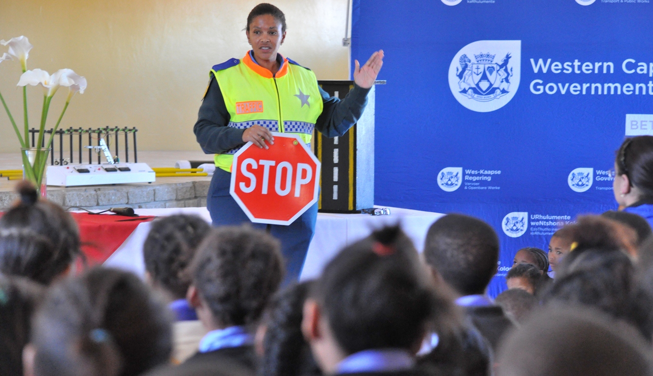 Provincial Traffic Officer Glenda Booysen gives learners important road safety tips.