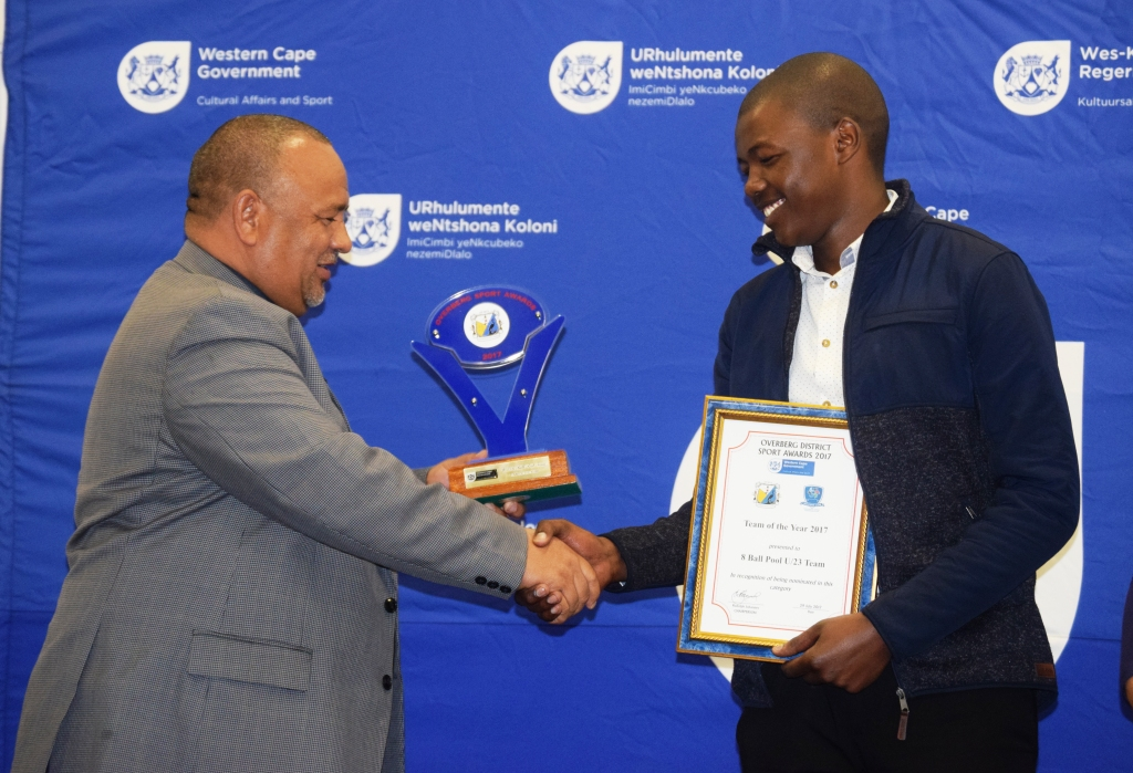 Sivenathi Mtsi representing the 8 Ball Pool Team receiving the award for team of the year from Claude Meyer of DCAS.