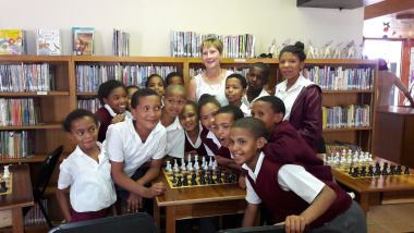 Maskam Primary School Learners and Minister Marais