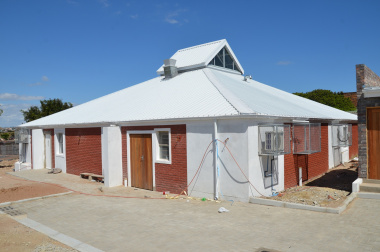 The new clinic building in Louwville.