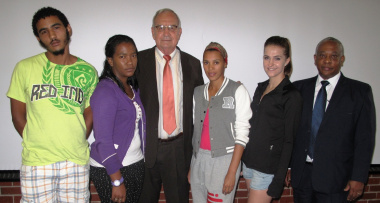Minister Van Rensburg welcomes first-year students to Elsenburg.