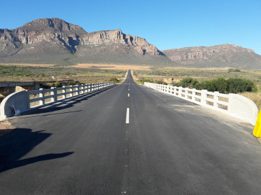 A completed section of the R303 near Citrusdal