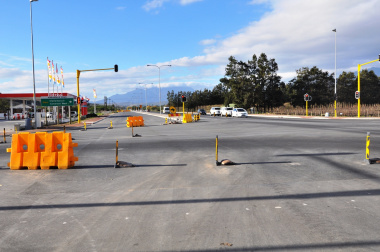 A section on the R310 between the Vlaeberg and Vlottenberg roads is now a dual carriageway.