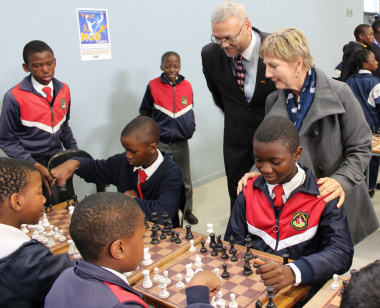 Adv. Lyndon Bouah and Minister Anroux Marais observing the young players from Hazendal Primary School.
