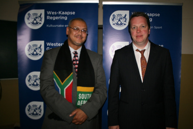 Adv. Lyndon Bouah (DCAS) thanked Grandmaster Nigel Short (right) for making a difference and contributing to the chess revolution in the Western Cape.