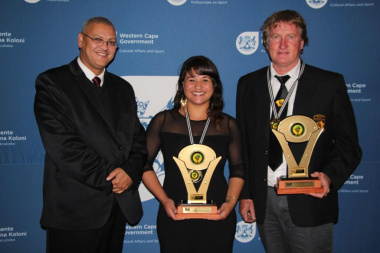 Advocate Lyndon Bouah from DCAS with the winners of the sportswoman and sportsman of the year categories, Kina Pietersen and Henri du Plessis