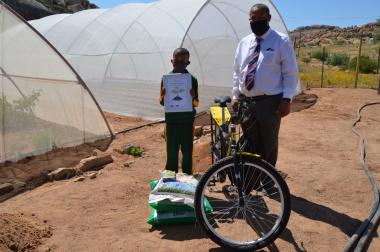 Ashton Cloete, winner the Jala Peo Foundation's Vegetable Garden Competition and his Principal, Eben Miggel