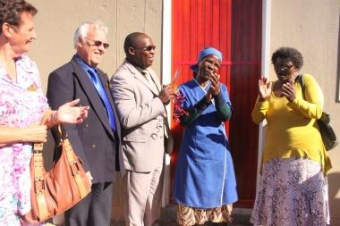 Overwhelmed Sara Gaikai as she receives her new house keys from Cllr Tjimen van Essen, Cllr Maude Goliath and Minister BMadikizela
