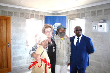 Henrik and Katrina du Toit were ecstatic to become first-time home owners after receiving the keys to their unit from Executive Mayor, Cllr Botha-Guthrie and Minister Madikizela.