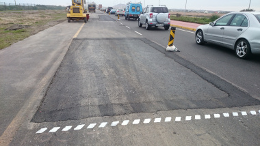 Base patches with ramped edges backfilled with bitumen treated material along the northbound carriageway of the R27.