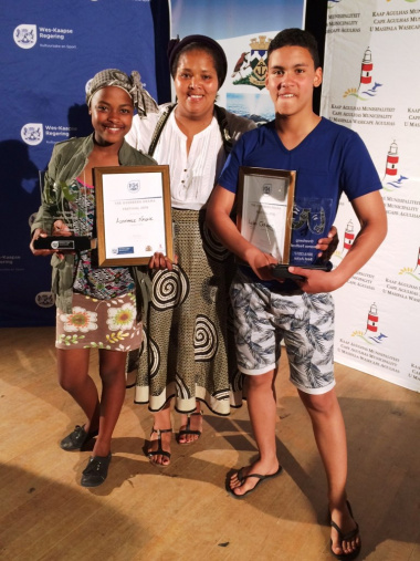 Best actress Asemahle Nkone and best actor Ayden October, with the deputy mayor Councillor Zukiswa Tonisi