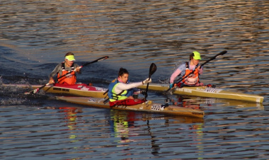 Bianca Beavitt (far left), winner of the 2015 Berg River Canoe Marathon, vying for the lead at the start of the 2016 ladies race.