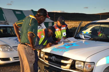Traffic officers issue a driver with a fine in Beaufort West.