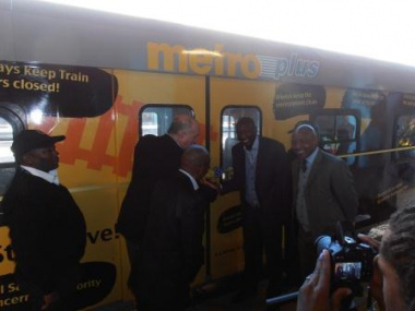 Minister Carlisle, Mr Mosenngwa Mofi and Mr Nathi Khena during the ribbon-cutting ceremony at Cape Town Train Station.