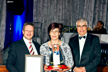 Minister Theuns Botha with the Cecilia Makiwane Recognition Award winner Sister Ilse Phipson and Professor Craig Househam.