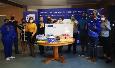 Minister Marais presents R300 000 to the Central Karoo district in Prince Albert.