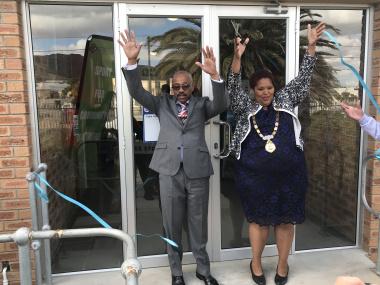 Chief Director Mwandile Hewu & Cape Agulhas Deputy Mayor Zukiswa Tonisi cut ribbon