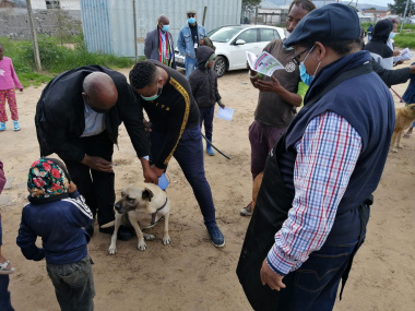 Chief Veterinarian Dr Msiza and Minister Meyer