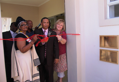 Cllr Noxolo Ngoqi, Minister Meyer and Alderwoman Daniela Gagiano at the ribbon-cutting ceremony.