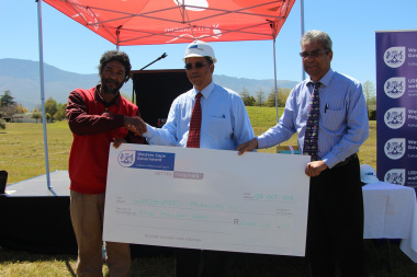 Deputy Mayor Mr Kassiem Adams, Dr Ivan Meyer and Councillor Ronald Visagie with the cheque.