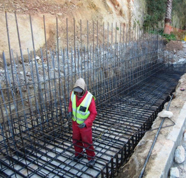 Construction on a retaining wall in Knysna.