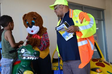 Danny Cat engages with children at the Grabouw fire awareness activity.