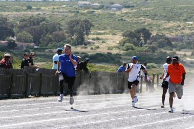 Deon Nel won the 100 metres for over 35s sprint race for men. Enrico Eiman (NYS), Muuselelo Mcaba (SAPS) and Nimrod Swarts completed the other positions.