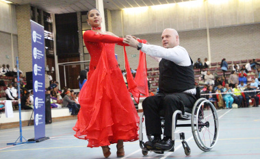 Desiree Visagie and Grant Hutton in the Wheelchair Adult Combi Ballroom division.