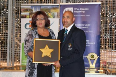 Diana Linee accepting a Roll of Honour on behalf of her late Husband, Tinus Linee