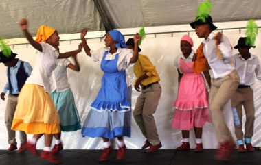 Die Nuwe Graskoue Trappers from Wuppertal performing the riel dance.