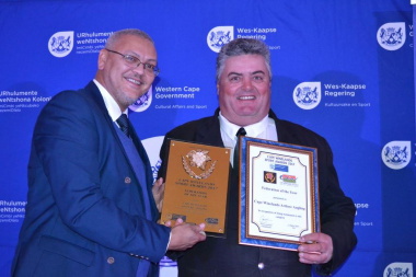 Dr Bouah hands over the Federation of the Year award to Cape Winelands Angling