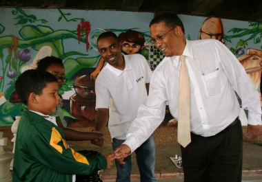 Dr Ivan Meyer and Kenny Solomon shake hands with Amagelo Manata and Ryan Daniels of Observatory Junior School.