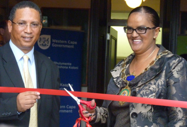 Dr Ivan Meyer and Knysna Mayor Ms Georlene Wolmarans at the official opening.